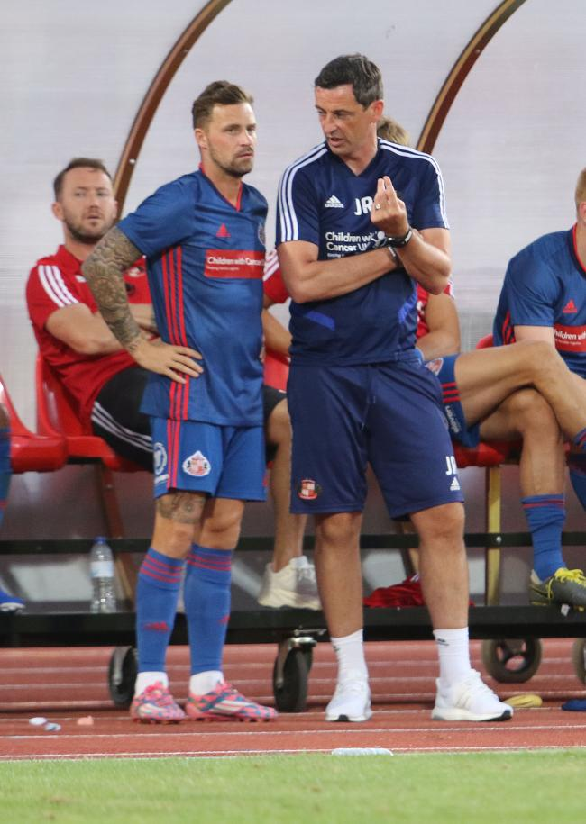 Jack Ross talks to Chris Maguire during Sunderland's friendly defeat to Belenenses