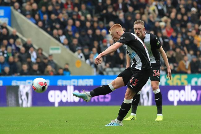 Matty Longstaff scores Newcastle United's winner against Manchester United