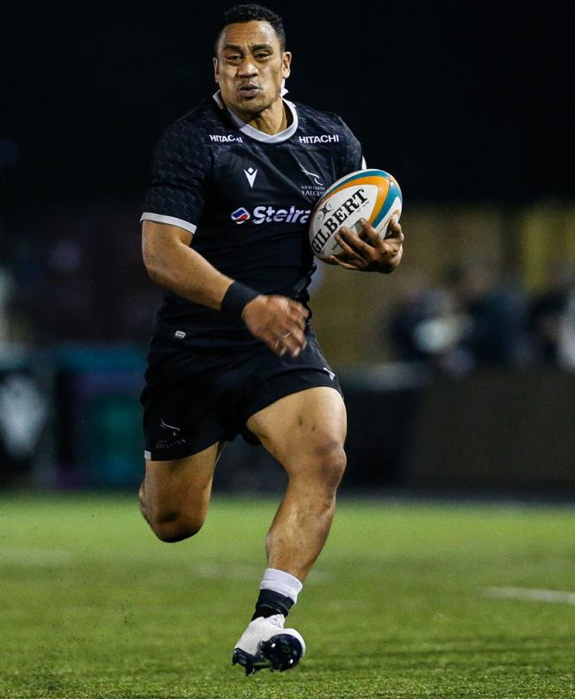 NEWCASTLE UPON TYNE, ENGLAND OCTOBER 18TH    Sinoti Sinoti of Newcastle Falcons at his powerful best during the Greene King IPA Championship match between Newcastle Falcons and Hartpury College at Kingston Park, Newcastle on Friday 18th October 2019. (Cre