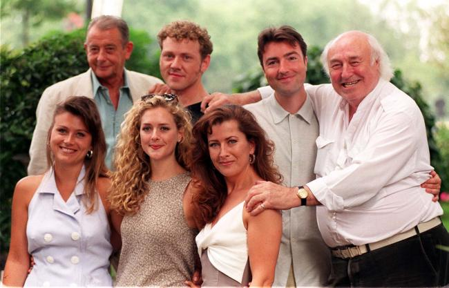 Derek Fowlds (Sergeant Blaketon), pictured left on the back row, with the rest of ITV's Heartbeat cast. Picture: PA Wire