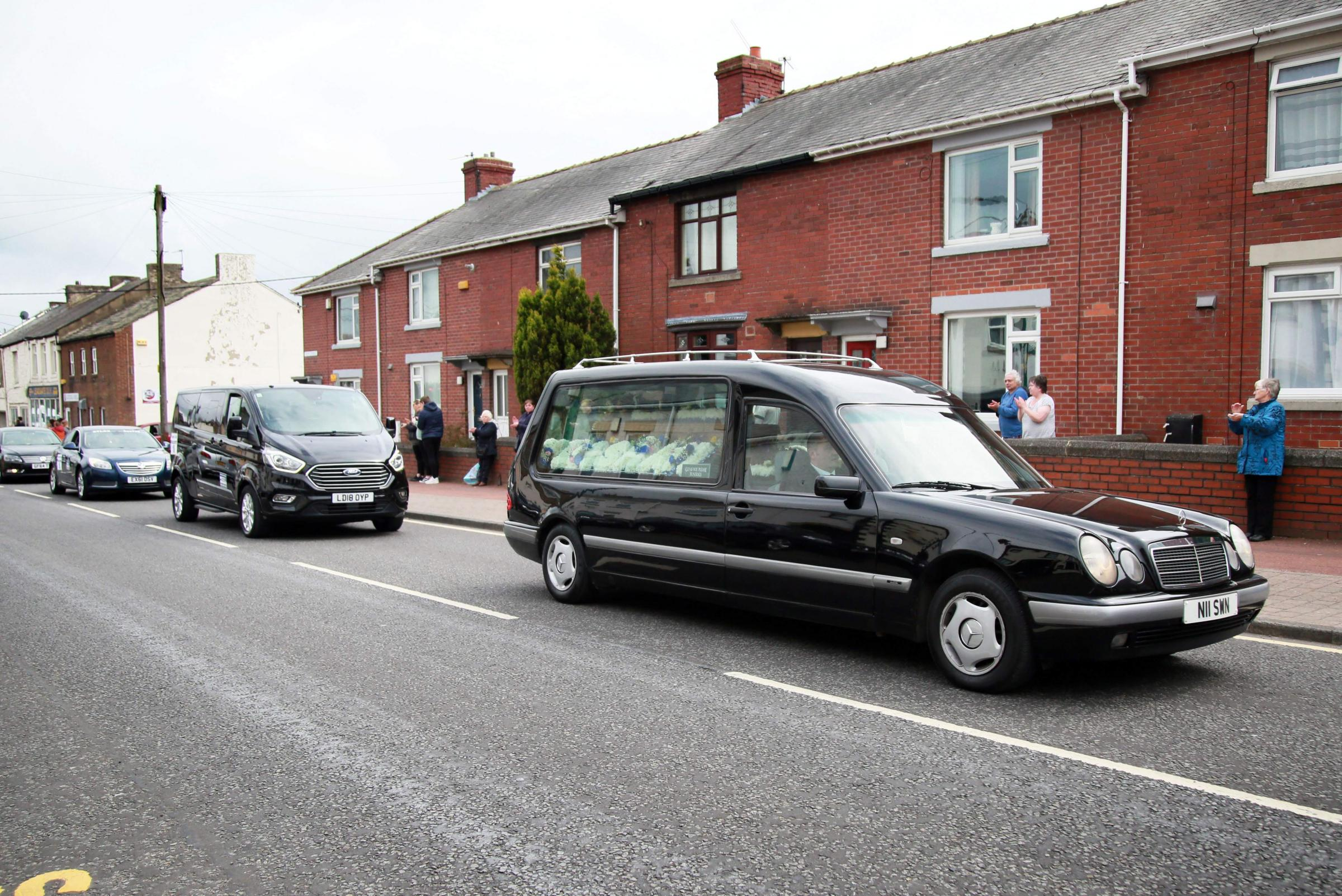 People line the streets to send off the 'singing taxi driver'