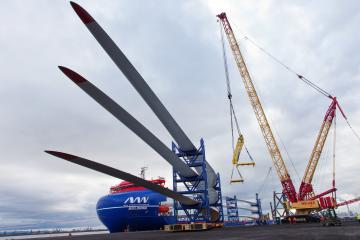 First turbine blades arrive at Able Seaton Port