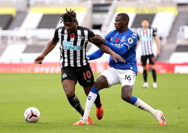 Allan Saint-Maximin will keep his place as a central attacker when Newcastle travel to Southampton this evening