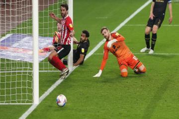 Phil Parkinson brands Sunderland's finishing against MK Dons as 'unacceptable'