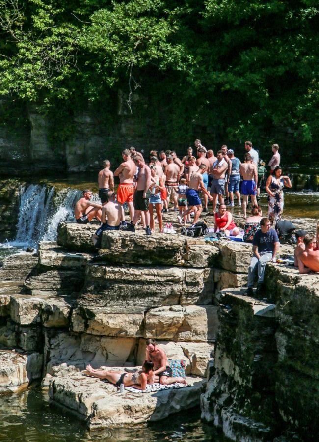 Hundreds head to Richmond falls during hot weather Picture: SARAH CALDECOTT.