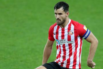 Lee Johnson says he expects defender to stay at Sunderland