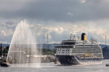 See as the Spirit of Adventure sails into the Port of Tyne