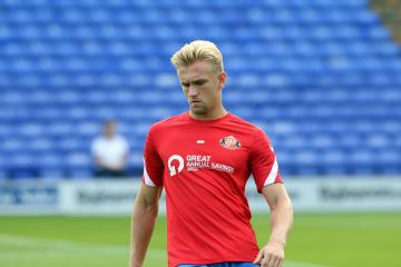 Ollie Younger puts pen-to-paper on new Sunderland deal