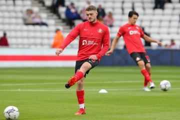 Sunderland midfielder Elliot Embleton signs long term contract