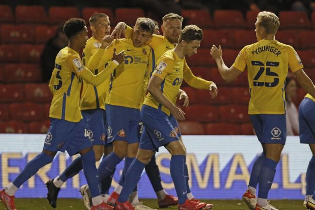 Lincoln City 1-2 Sunderland - Dan Neil stars in Papa Johns Trophy win