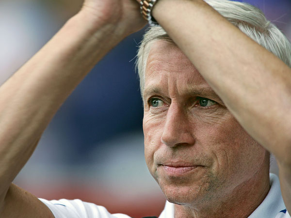 Pardew hoping to sign proven headers in the summer