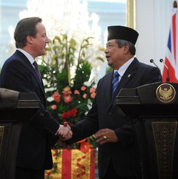 The Northern Echo: David Cameron shakes hands with Indonesian President Susilo Bambang Yudhoyono in Jakarta