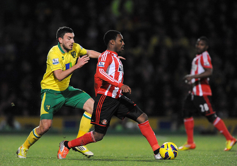 LOAN STAR: Norwich City's Robert Snodgrass, left, and Sunderland's Danny Rose, right, battle for the ball at Carrow Road on Sunday