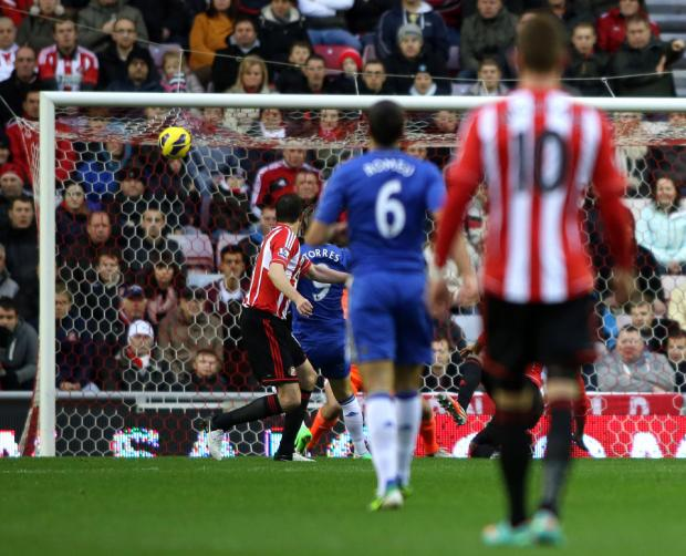 The Northern Echo: ON TARGET: Fernando Torres scores Chelsea's first goal of the game at the Stadium of Light