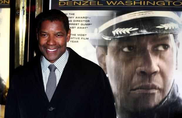 Denzel Washington: plays a pilot with a drink problem