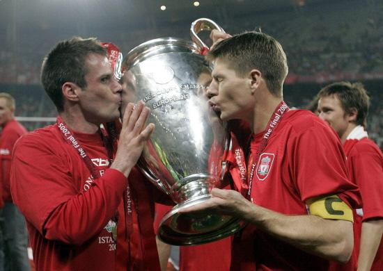 The Northern Echo: HIGHLIGHT: Carragher, left, and Steven Gerrard kiss the Champions League trophy after beating AC Milan in 2005