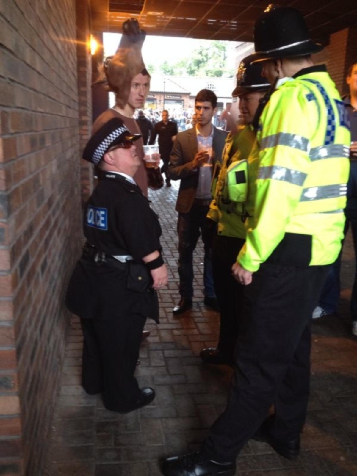Midget getting arrest