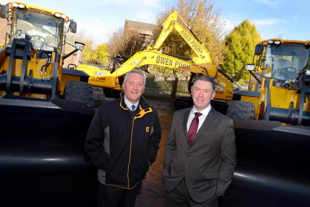 Paul Coates, Scot JCB's regional manager, left, with Paul Cockburn, Owen Pugh and Co general manager