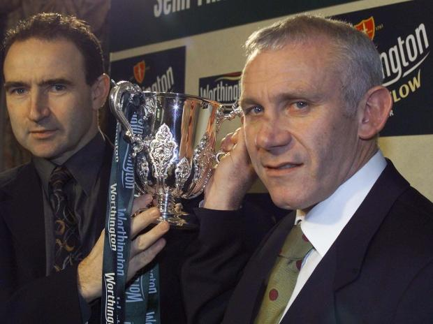 UP FOR THE CUP: Leicestet boss Martin O'Neill and Sunderland chief Peter Reid with the Worthington Cup ahead of their semi-final meeting