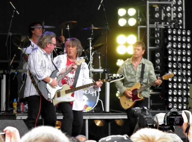 Martin Turner's Wishbone Ash in action
