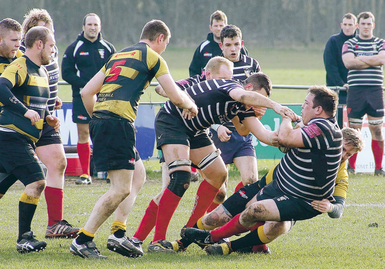 Mowden turn it around to keep up the pressure
