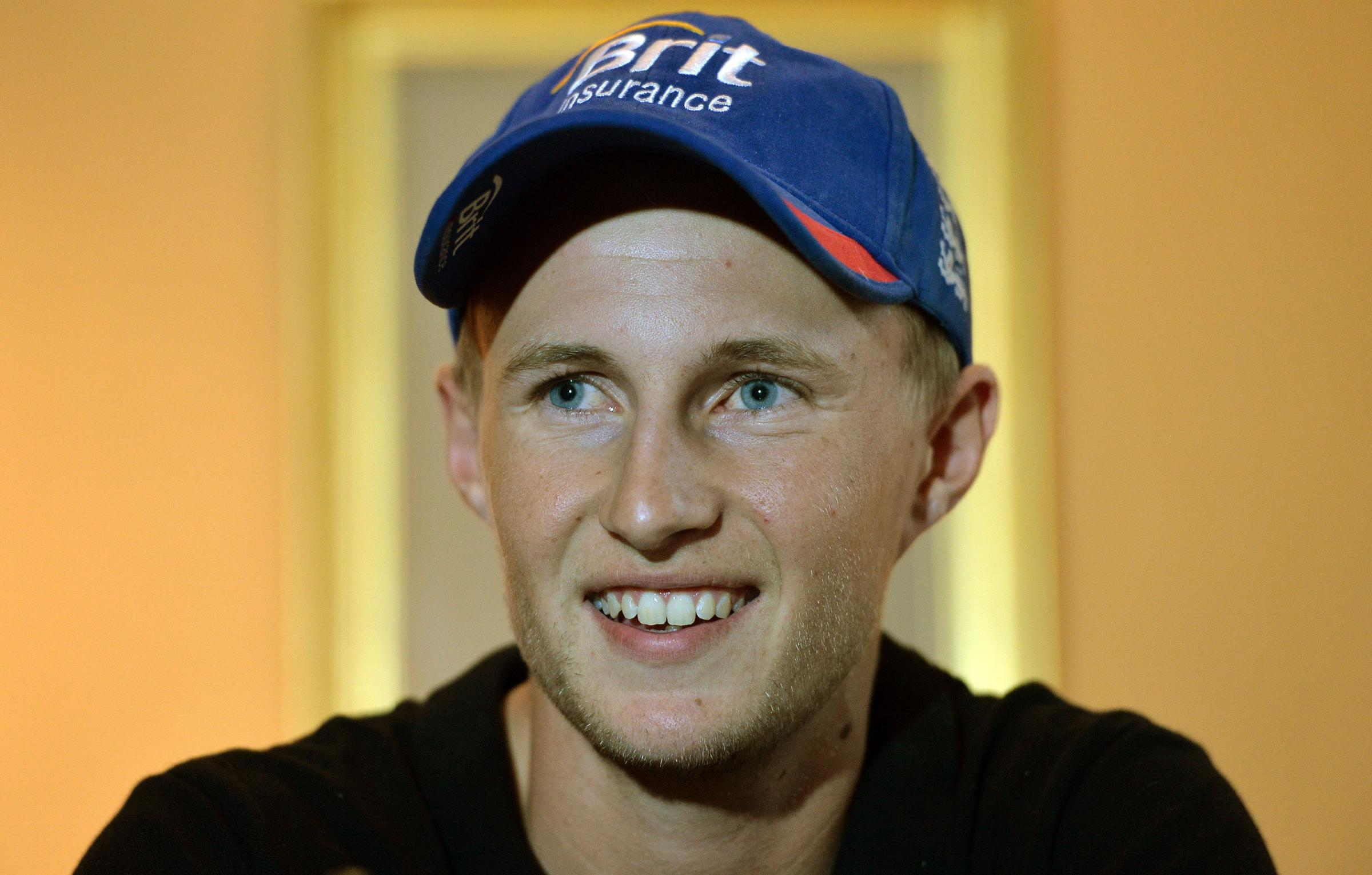 England batsman Joe Root has signed a two-year cont