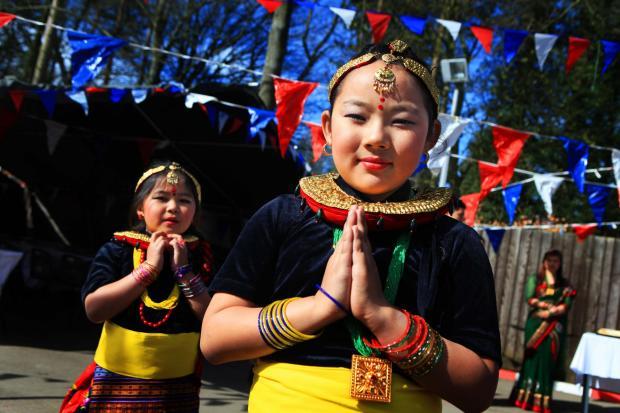 The Northern Echo: HINDU STATUE: Sarona Tamang and Kamana Rai at a ceremony to mark the installation a new Hindu staue