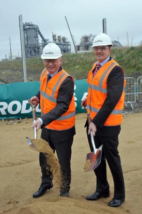Francis Maude, Minister for the Cabinet Office, left. with David Taylor, Air Products' energy business vice-president, at the site of the new factory