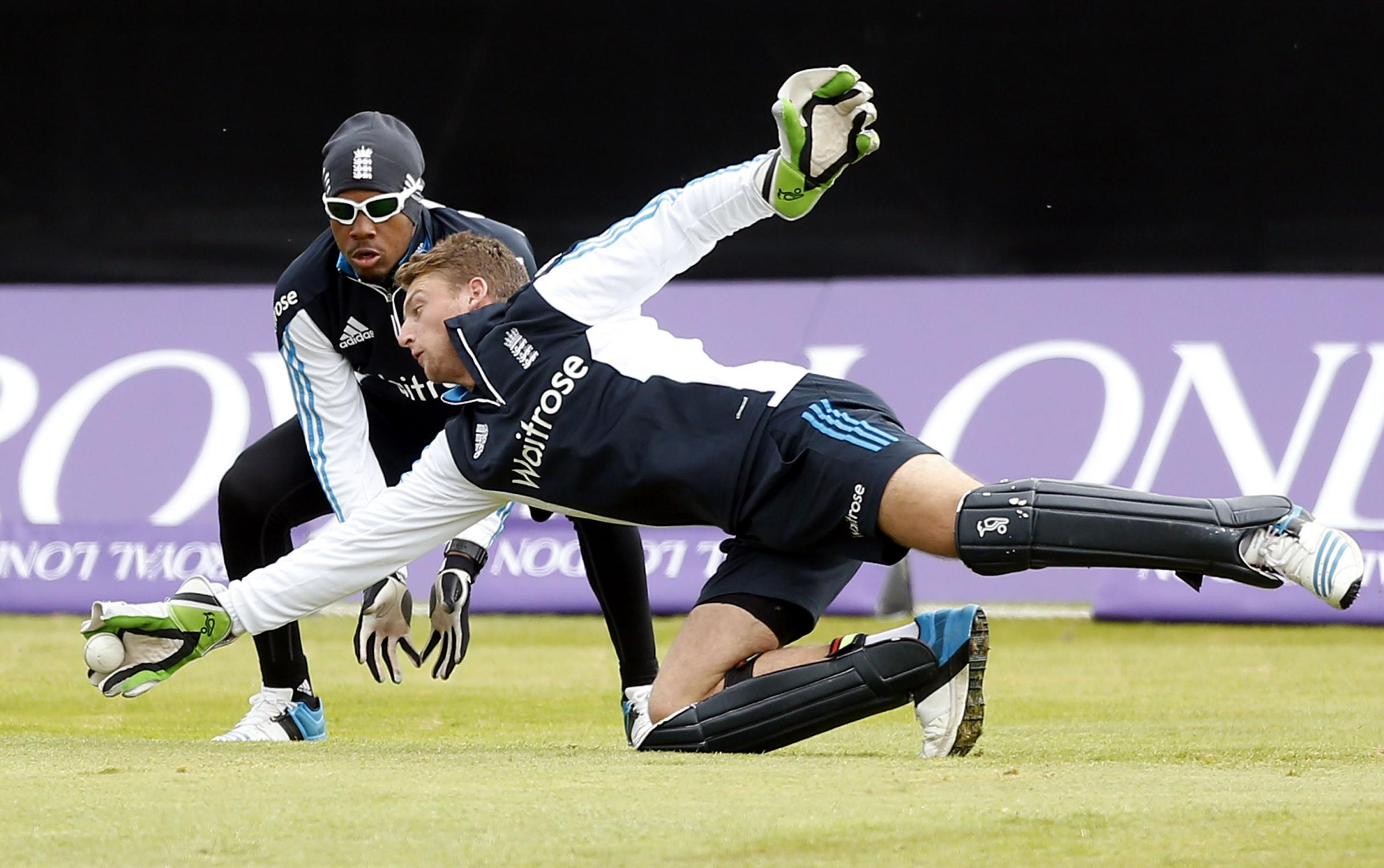 England's Jos Buttler (front) with Chris Jordan during the a training session at Mannofield Cricket Ground, Aberdeen.