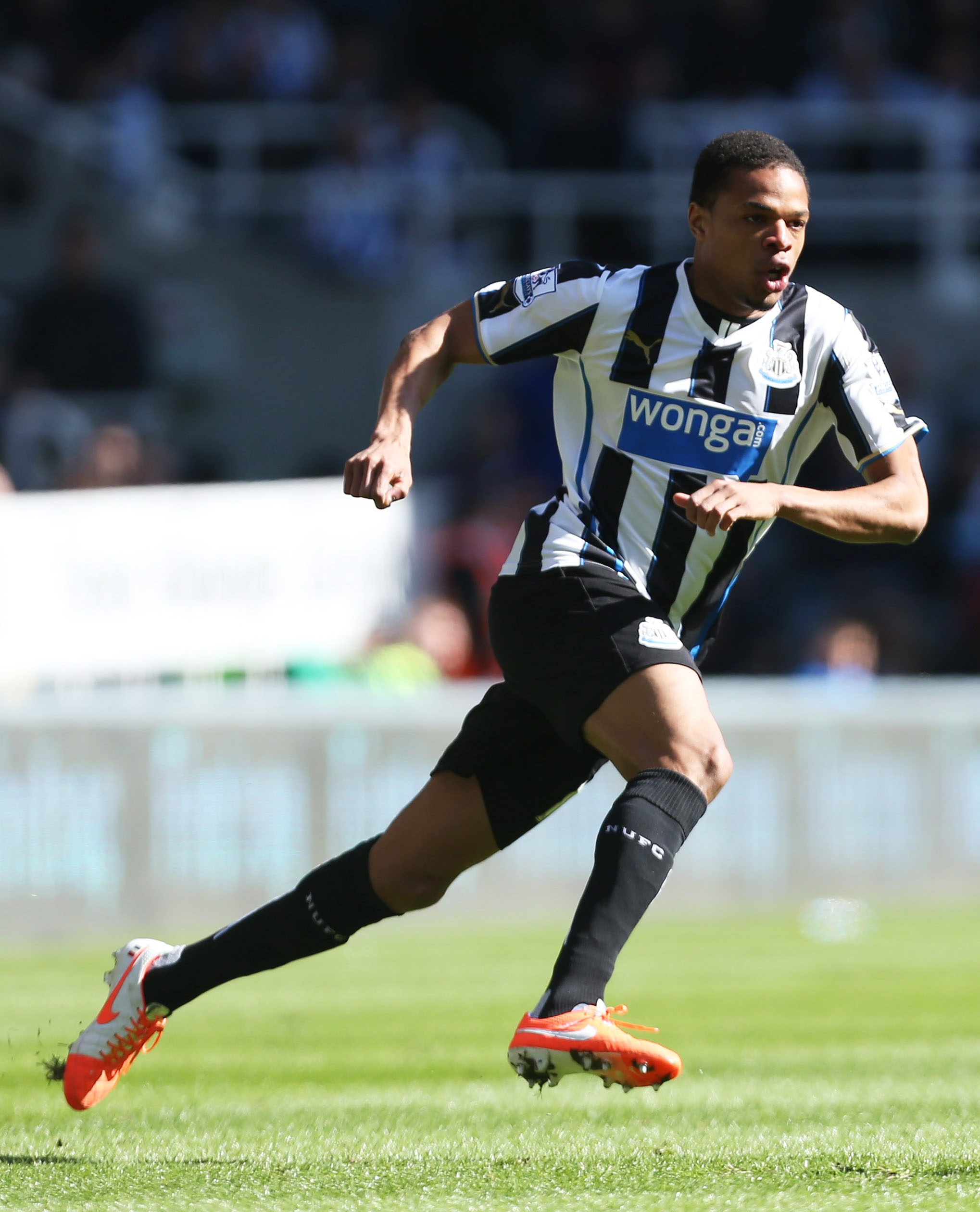 QUESTIONABLE COMMITMENT: Newcastle will seek assurances about Loic Remy's commitment before stepping up their interest in their former loanee