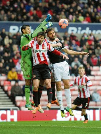 IN DEMAND: Southampton hope to persuade goalkeeper Oscar Ustari to move to St Mary's rather than re-sign for Sunderland