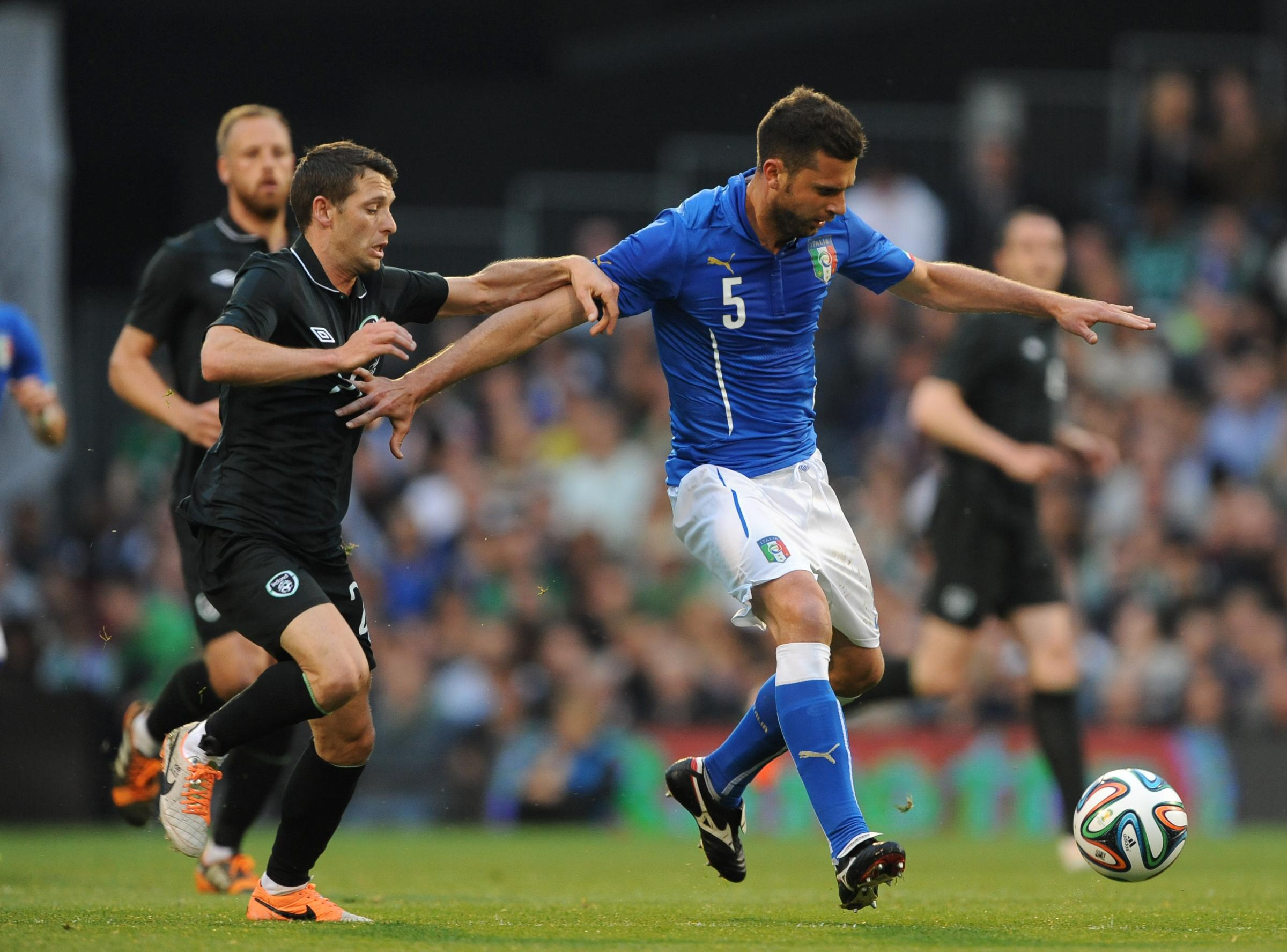 FRIENDLY DRAW: Republic of Ireland's Wes Hoolahan (left) and Italy's Thiago Motta (right) battle for the ball during Saturday's 0-0 dra