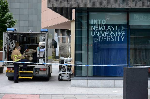 Bomb disposal team at halls of residence on Tuesday (7148258)