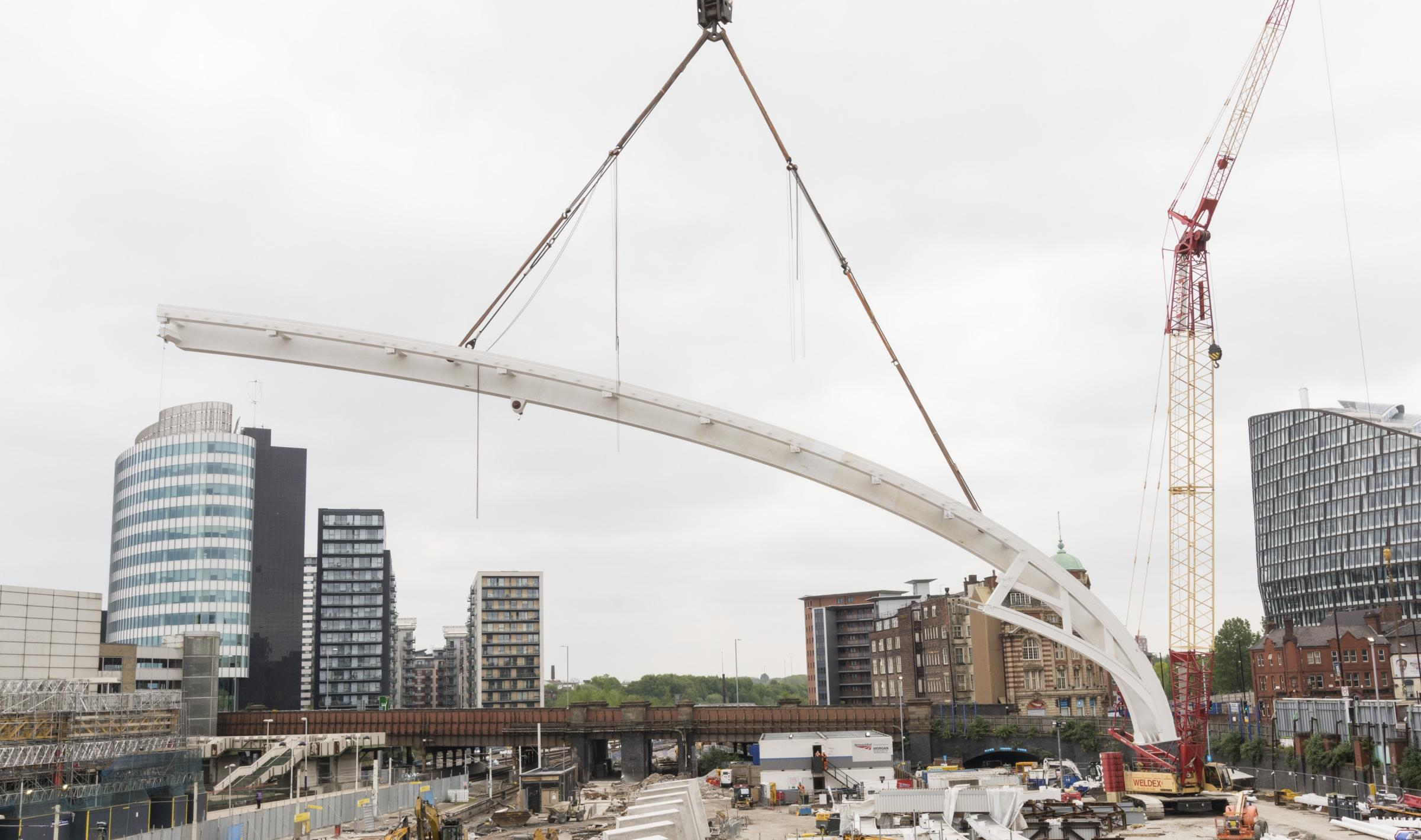 Severfield lifting into place the first of 15 giant curved ribs that will support Manchester Victoria Station's striking new glazed roof.