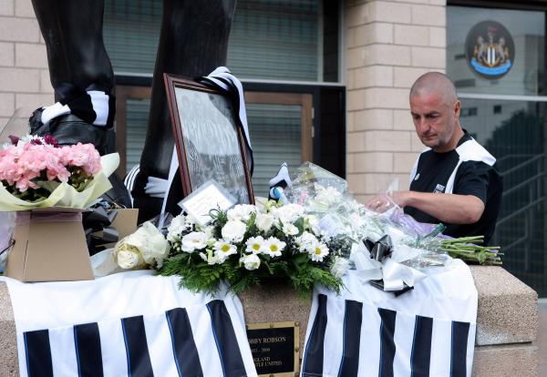 Statue of Sir Bobby becomes shrine to Newcastle fans killed in Malaysia Airlines crash