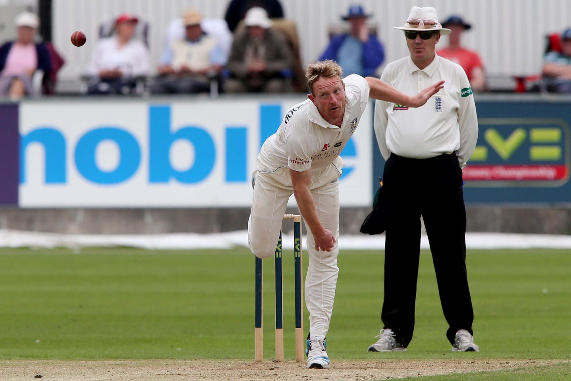 : Durham bowler Paul Collingwood in action againt Warwickshire CCC at Chester le Street. Picture: DAVID WOOD (8206256)