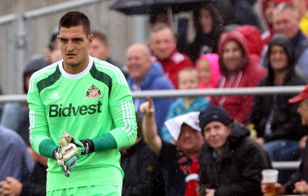 Pre-season friendly between Darlington and Sunderland at Heritage Park, Bishop Auckland. Sunderland's Vito Mannone.  Picture: CHRIS BOOTH (8396625)