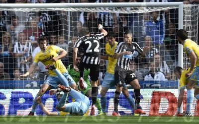 CLOSE RANGE: Daryl Janmaat scores Newcastle first goal in their 3-3 draw with Crystal Palace