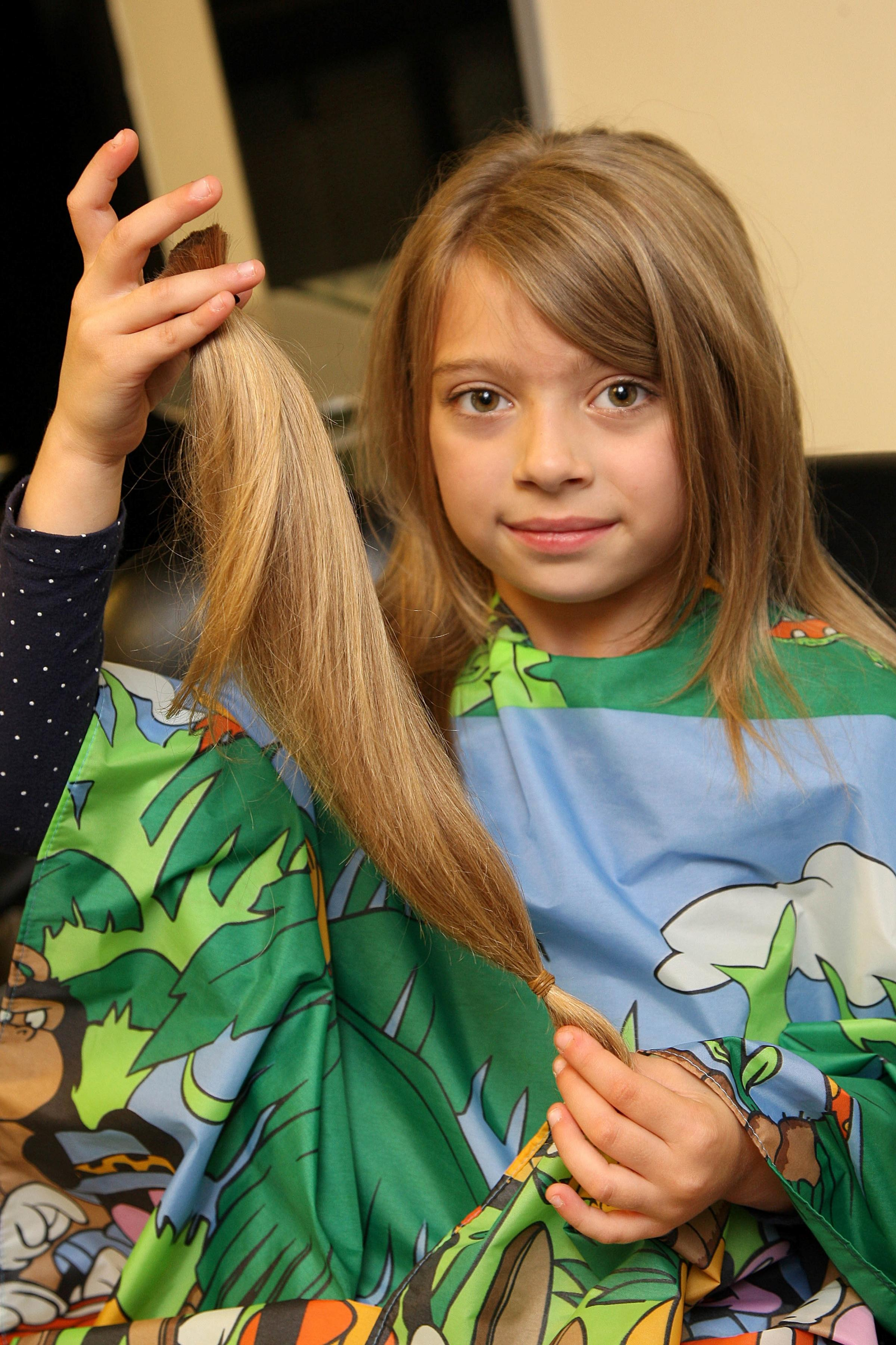 Seven-year-old girl cuts off her hair to make a wig for young