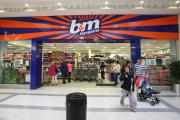 A Woolworths store in the Tower centre shopping complex in Ballymena Co Antrim, which has now been replaced by b&m bargains. PRESS ASSOCIATION Photo. Picture date: Friday  August 14, 2009. Photo credit should read: Paul Faith/PA   (13006741)