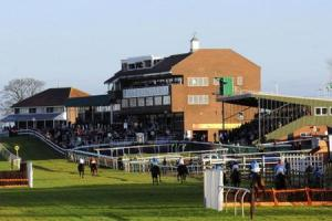 Noise condition removed from racecourse's licence despite residents' objections