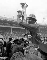 The Northern Echo: PUGNACIOUS: Bob Stokoe with the FA Cup after Sunderland's 1973 win over Leeds.