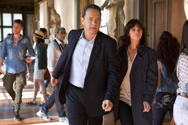 Inferno. Pictured: Langdon (Tom Hanks) and Sienna (Felicity Jones)