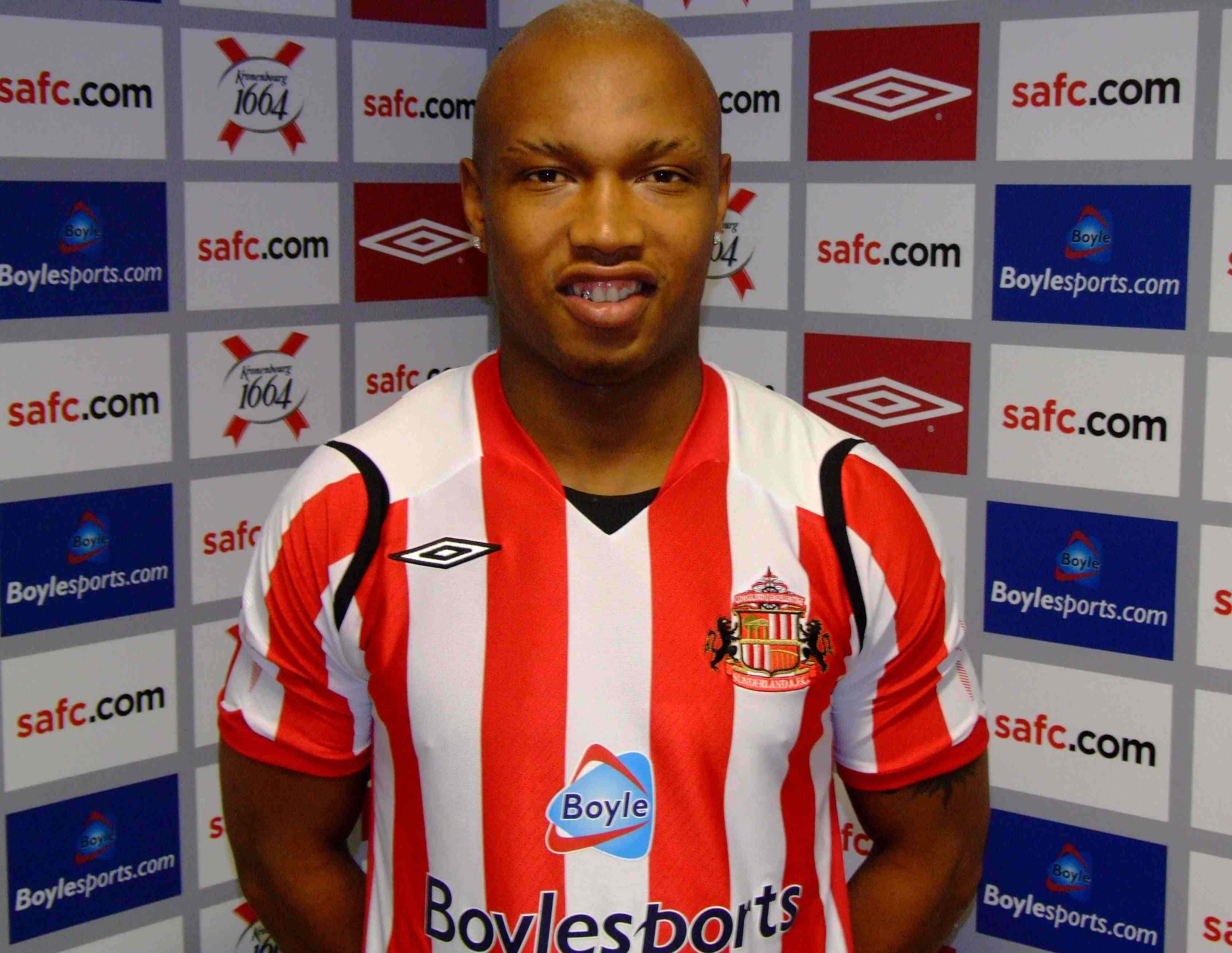 Diouf becomes Keane's fifth summer recruit