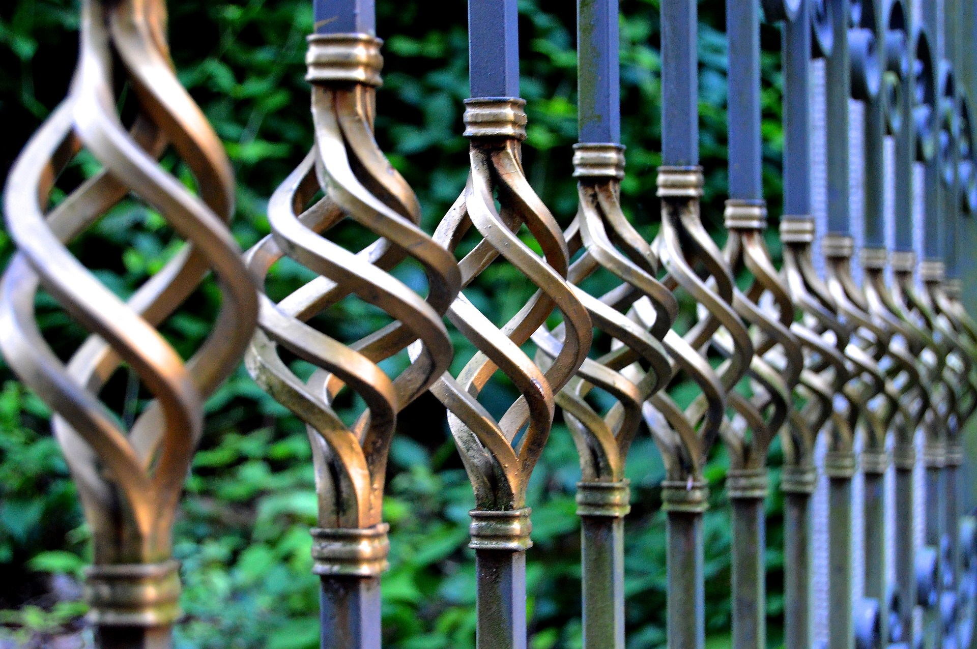 A man impaled his thigh on railings (file photo) Picture: PIXABAY