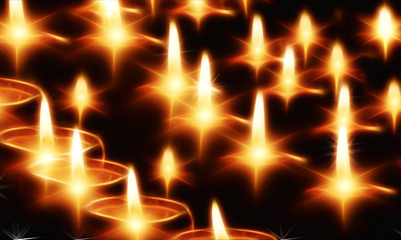 Candles to mark Holocaust Memorial Day