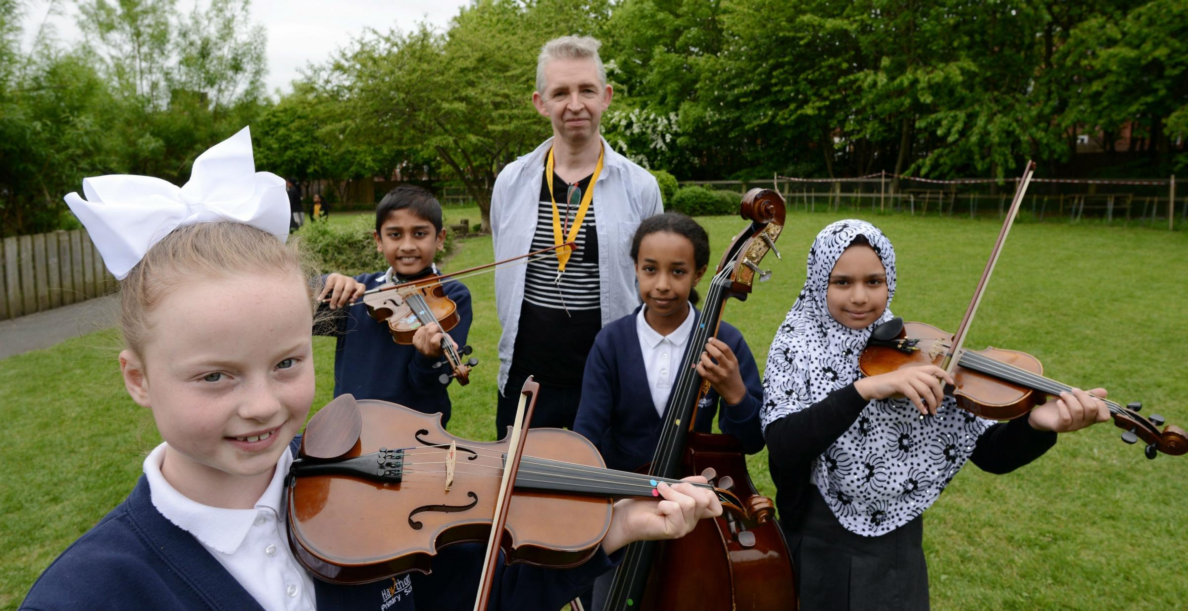 MUSIC: Pupils from Hawthorn Primary School and renowned composer Stephen Deazley. Picture: NORTH NEWS