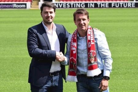Daniel Stendel (right) is in talks over a new deal at Barnsley