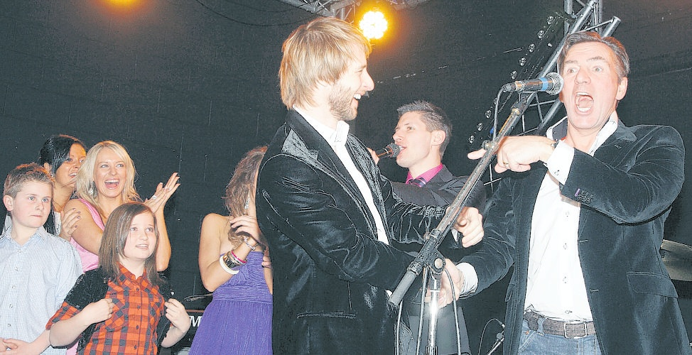 SONG TREAT: Chesney Hawkes surprises Duncan Bannatyne