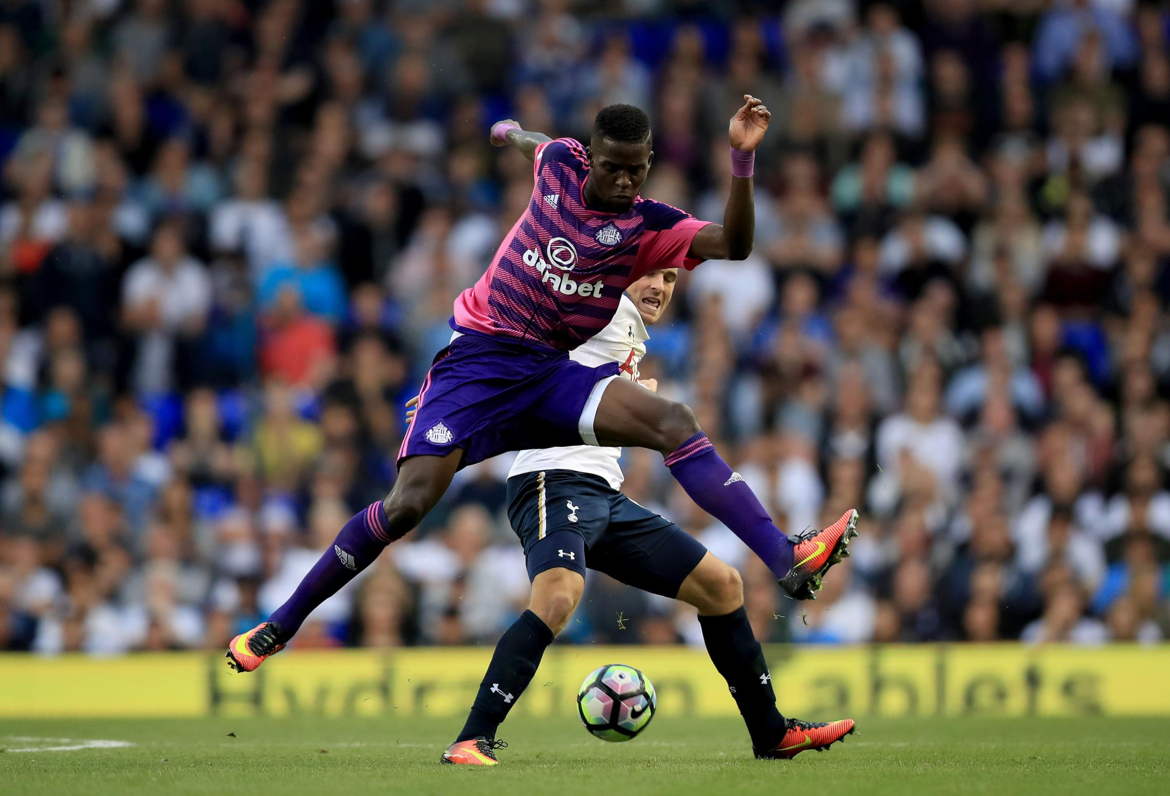 Sunderland's Papy Djilobodji and Tottenham Hotspur's Vincent Janssen battle for the ball during the Premier League match at White Hart Lane, London. PRESS ASSOCIATION Photo. Picture date: Sunday September 18, 2016. See PA story SOCCER Tottenham. P